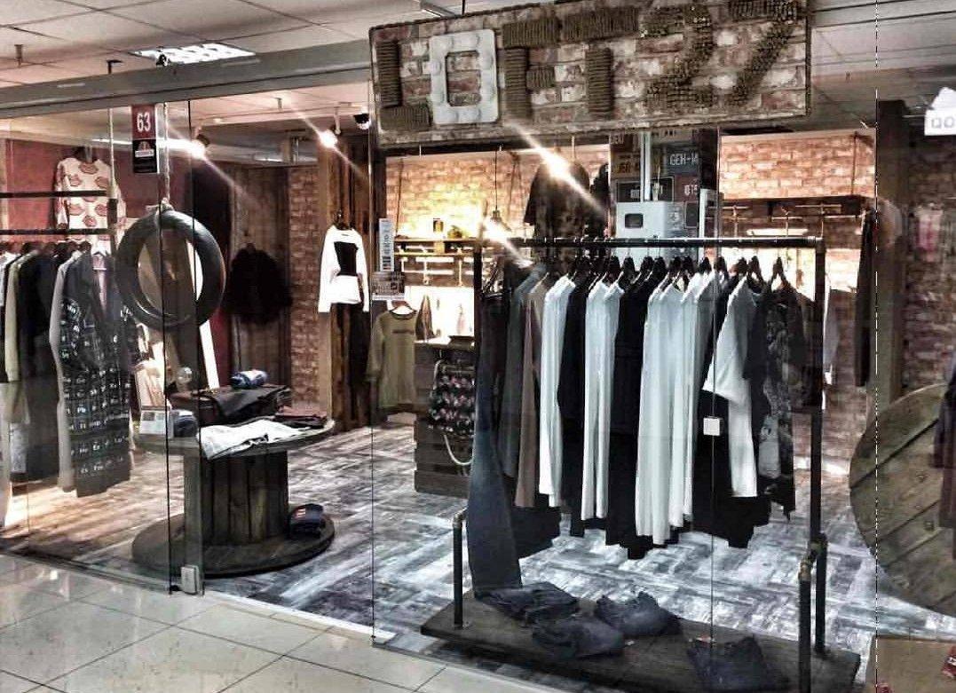 9594ea90b795 Прибыльная точка розничной продажи одежды крупной торговой сети